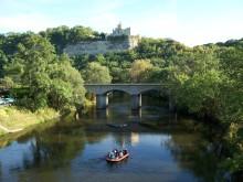 Schlauchboottour entlang der Rudelsburg auf der Saale