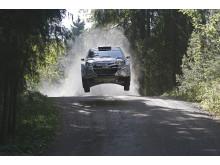 i20 WRC tester på grusunderlag