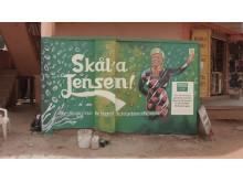 Siv Jensen på en vegg i Uganda.