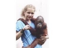 Julia Cissewski bei einem Besuch der Auffangstation auf Borneo
