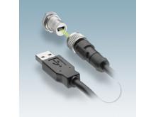 M12 kontakt med Mini-B USB-insats ger en säker och tät anslutning.