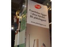 """Fasadklättring i plåtslagarnas monter under """"SM för unga plåtslagare"""", YRKES-SM på Malmömässan."""
