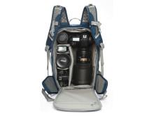 Lowepro Flipside Sport 20L sininen auki varusteiden kanssa