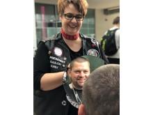 Präsidentin Schweiz Karin Flückiger im Einsatz als Barber Angel