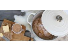 Le Creuset: Grytebrød hos Line Bakke