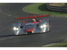 I Goodwood kører Tom Kristensen den Audi R8 LMP fra 2000, som han vandt den første Le-Mans-sejr til Audi i