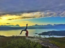Йога с видом на фьорд