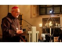 Biskop Anders Arborelius bad under förbönsgudstjänsten.