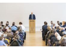 Direktør på MAN Energy Solutions, Poul Knudsgaard, siger tillykke