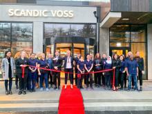 Hotelldirektør på Scandic Voss sammen med ansatte på åpningsdagen torsdag 30. januar