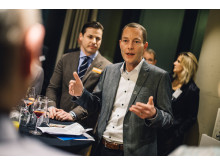 Andreas Tafel, 1. Vorsitzender des CeeClubs, eröffnet den 12. CeeClub in der Sansibar by Breuninger in Düsseldorf. Links neben ihm Benjamin Fuest, Geschäftsführer des Breuninger Flagship-Stores Düsseldorf