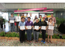 SMRT CEO Desmond Kuek and Mayor Denise Phua together with Project: Eco-Shop recipients