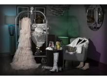 What happens in room 837? Vårt par förfestar inför kvällens utgång. #wilhja #casualcouturestockholm ##oscar.jacobson ##stevemadden