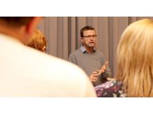 Fredrik Blom presenterade projektet Lärande rekrytering som arbetar med handledd praktik och språkstöd till utrikesfödda.