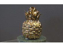 En vacker ananas från Gunnebo kan du hitta som detalj i vårens kollektion