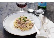 Pasta Tagliatelle Mezzanelle med salsiccia och tryffelolja