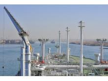 LNG skip passerer gjennom Suezkanalen