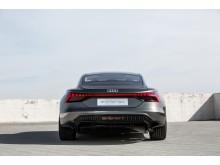 Audi e-tron GT concept (kinetic dust) lige bagfra