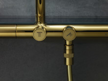 AXOR Showerpipe 800 detail_polert messing