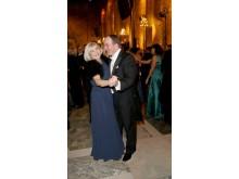 Ulla och Stefan Löfven auktionerar ut klänning respektive frack