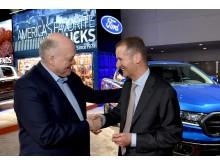 Jim Hackett fra Ford og Herbert Diess fra Volkswagen