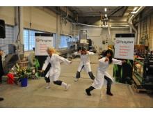 Specialkomponerad dans vid invigning av Paxymerfabriken