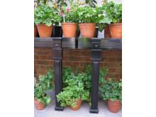 Ornamenterade planteringsbord