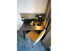 Schreibtisch mit Tee- & Kaffeestation