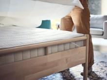 BJÔRKSNÄS sengestel inkl. 2 puder til sengegavl 180x214 cm 2.799.-, VATNESTRÖM springmadras 90x200 cm 2.999.-