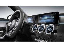 Nya Mercedes A-Klass med wide-screen och nya infotainmentkonceptet MBUX.