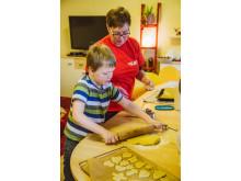 Weihnachtsbäckerei im Kinder- und Jugendheim Ernsee