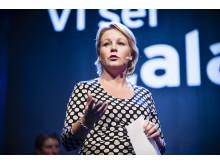 Hillevi Engström prisutdelare på CSR-galan Visa vägen 2012