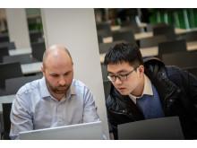 Rune Helland Nielsen og underviseren fra Kina