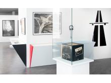 Influenser, referenser och plagiat.  En utställning som kretsar kring det tyska bandet Kraftwerks estetik.