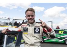 Nicklas Oscarsson i mästerskapsledning i Renault Clio Cup