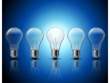 Illustrasjonsbilde: Fem lyspærer på rad
