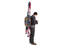 Lowepro Whistler BP450 AW på modell med skidor