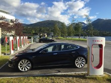 Ladestationen nicht nur für Tesla-Modelle in Hülle und Fülle