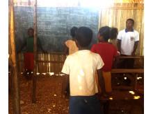 Lokale og kvalifiserte lærere sørger for undervisningen