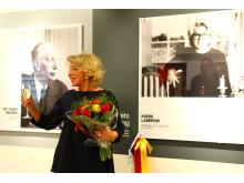 Karin Laserow vid sitt foto