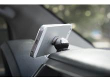 Steelie Car Mount Kit håller mobilen på plats i bilen