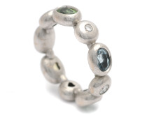 Moderna 13/10, Nr: 100, OLE LYNGAARD, ring, Bubbles, 18K vitguld, diverse ädelstenar, 4 briljantslipade diamanter ca 0,18 ctv, ca TW(G)/VS, design Charlotte Lyngaard, Danmark