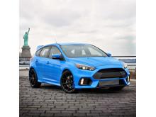 Nye Ford Focus RS avbildet i New York med frihetsstatuen i bakgrunnen.