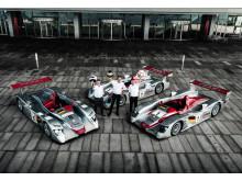 Hilsen fra Dindo Capello, Frank Biela og Tom Kristensen ved Audi Le Mans vinderbiler fra 2000, 2001 og 2002 for Operaen i København (foto Mads Dreier)