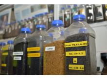 Ett dusin forskjellige filtermaterialer ble vurdert, blant annet sand, knust glass og sand/ antrasitt, men Thames Water landet på to lag Filtralite i forskjellige fraksjoner.