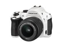 Pentax K-30 valkoinen 18-55mm edestä