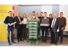 Für das langjährige Engagement beim Sammeln und Recycling von Überstromschutzorganen bekam das Bayernwerk als Belohnung einen Lernzirkelwagen für die Ausbildung