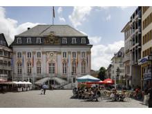 Vom Alten Rathaus in Bonn kann man rheinaufwärts zur Bundeskunsthalle spazieren