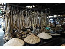 Marked i Lagos hvor det selges norsk tørrfisk