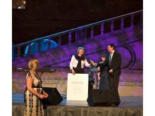 Kerstin Gatu mottar pris på Störd och stolt galan